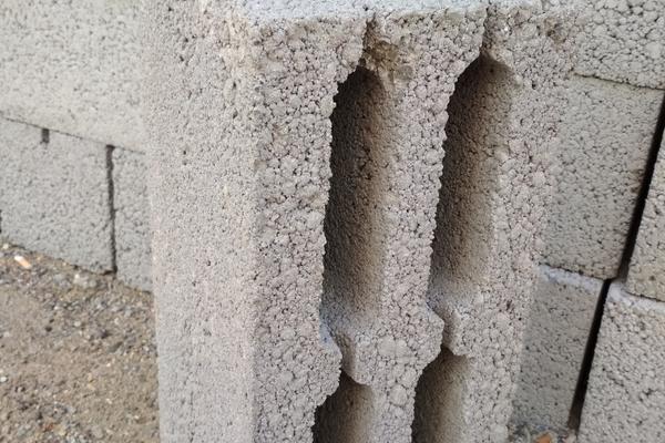 Керамзитоблоки с щелевыми пустотами